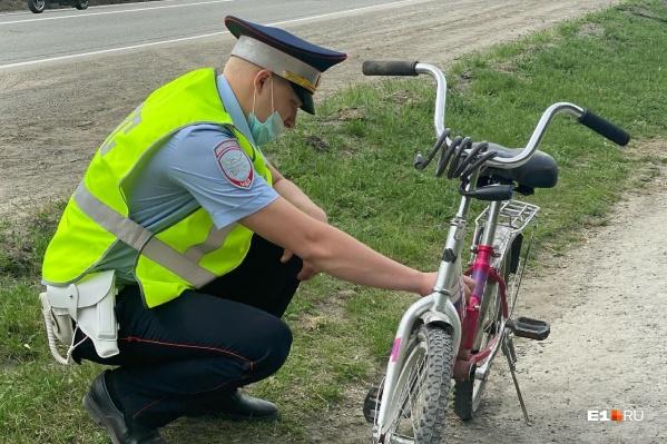 """В аварии пострадала <nobr class=""""_"""">13-летняя</nobr> девочка, которая переезжала дорогу на велосипеде"""