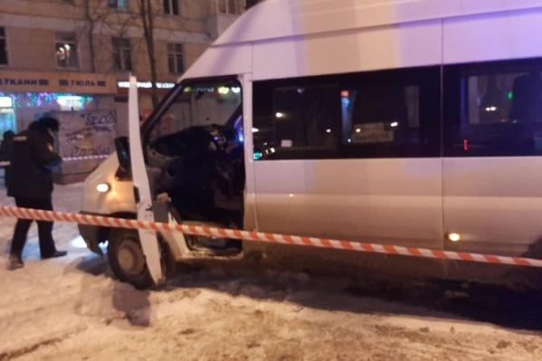 В этом микроавтобусе был застреленАлексей Воронихин
