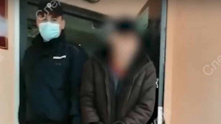 Следком показал видео с задержанным северодвинцем. Его подозревают в убийстве 17-летнего подростка