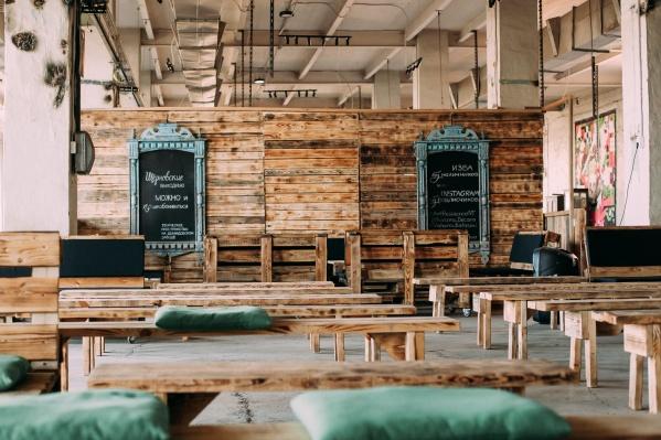 «АртРезиденция» в Черноисточинске — уже работающий креативный кластер. Лекторий разместился прямо в бывшем цехе