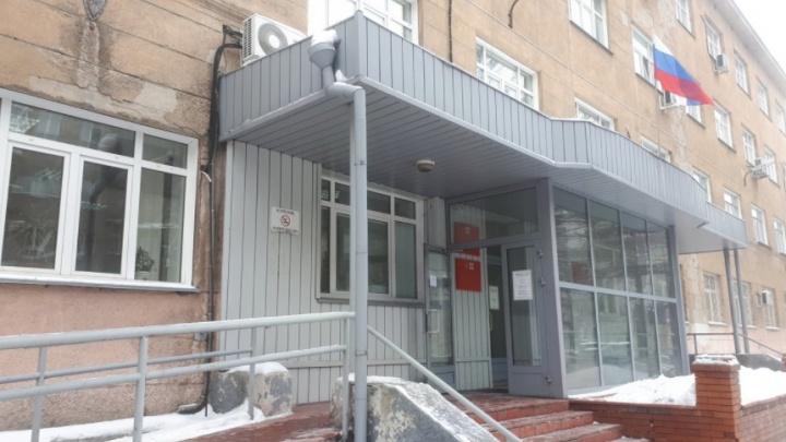 СК возбудил уголовное дело на мужчину, застреленного у здания суда в Новосибирске