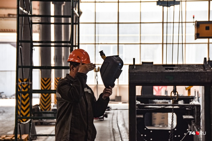 Роль рабочего — больше надзирать, чем делать самому. Потому и умения нужны скорее интеллектуальные, чем физические
