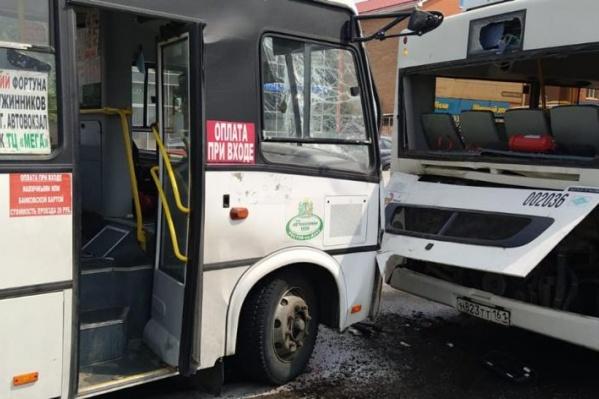 Оба автобуса двигались в одном направлении