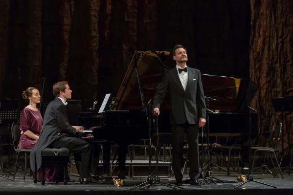 Первым рояль оценил бывший министр культуры Башкирии Ильдар Абдразаков