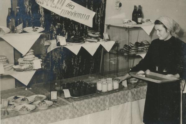 В Советском Союзе тоже была шведская линия, но называлась она просто: «Буфет без продавца»