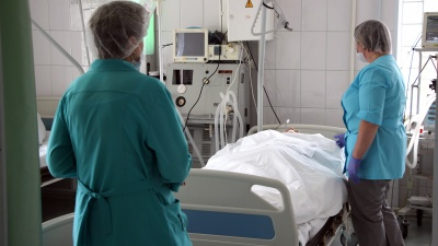 В двух роддомах и одной больнице убирают ковидные койки