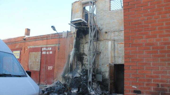 Хозяина гаража, при пожаре в котором погибли 4 человека, посадили под домашний арест