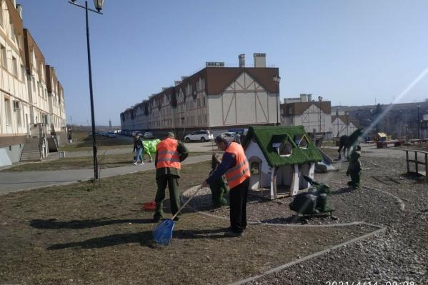 УК нового микрорайона уже вывезла более 50 кубов мусора