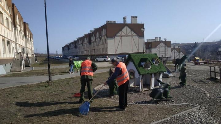 Уже вывезли 50 кубометров мусора: на улицах «Кошелева» наводят порядок