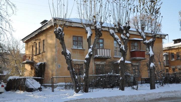 В центре Екатеринбурга снесут дом, где недавно рухнул потолок