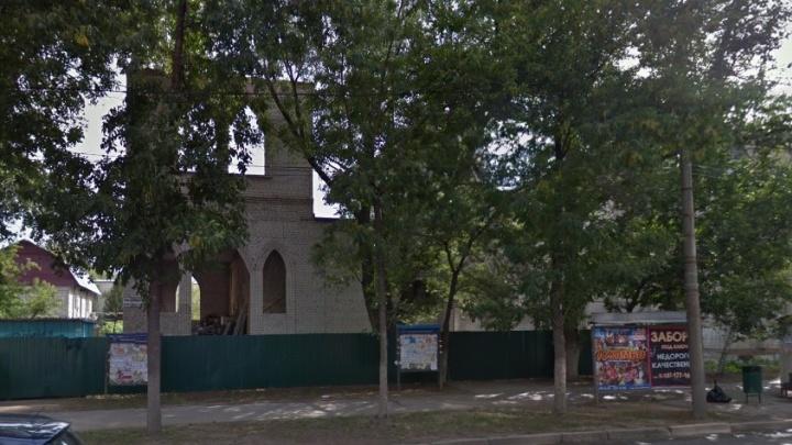 Миссию «Христос — народу» снова требуют выселить из здания бывшего кинотеатра «Вымпел»