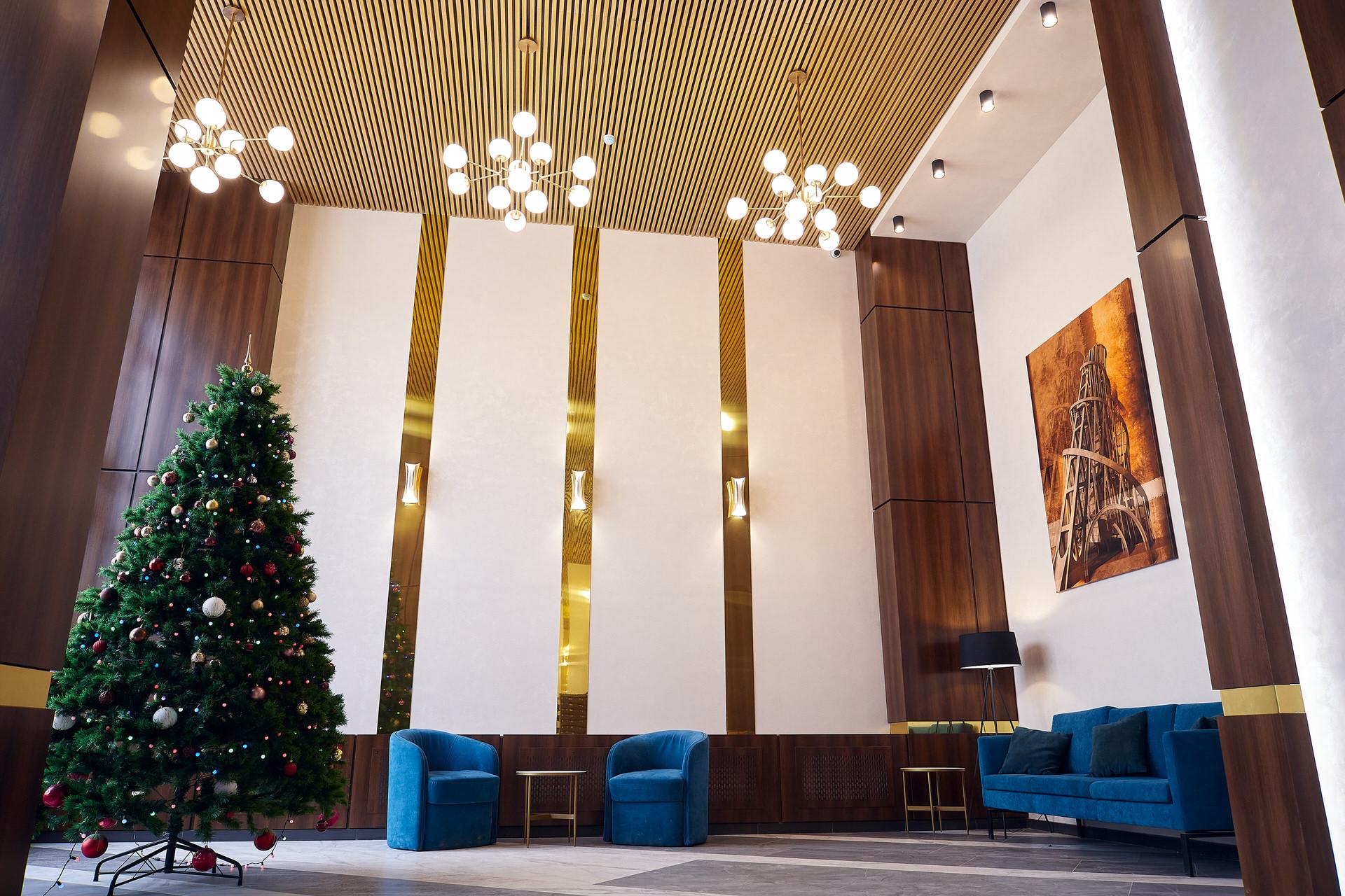 Холл больше похож на просторную гостиную
