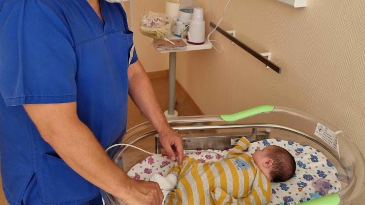 Уральские врачи спасли жизнь месячного малыша, который родился с нарушением сердечного ритма