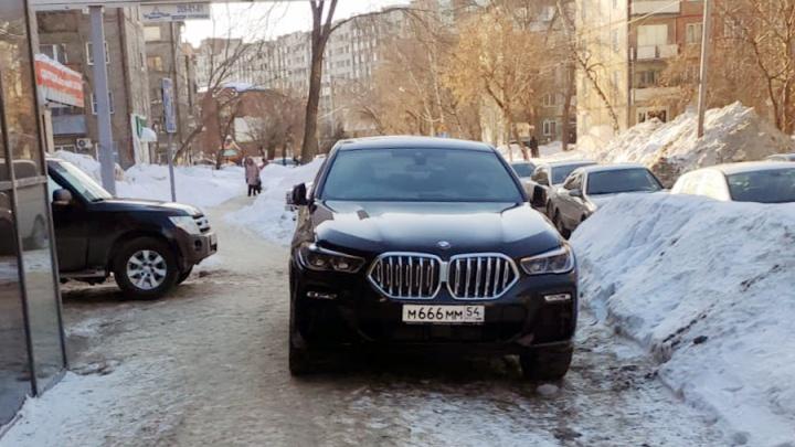 Дьявольский BMW М666ММ, «Лэнд Крузер» 002 и девушка на «Кайене» 101. Смотрим, что они вытворяют