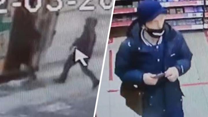 Украл за секунду: камера наблюдения сняла, как мужчина на остановке в Екатеринбурге вытащил телефон из чужого кармана