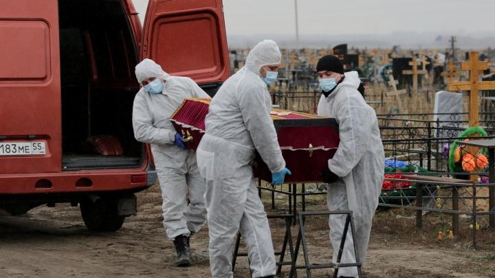 Родственники омички, которую похоронили в общей могиле, потребовали 2миллиона рублей компенсации