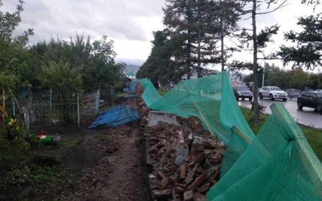 Восстановление варварски разрушенного забора на Троицком кладбище начнется в ближайшее время