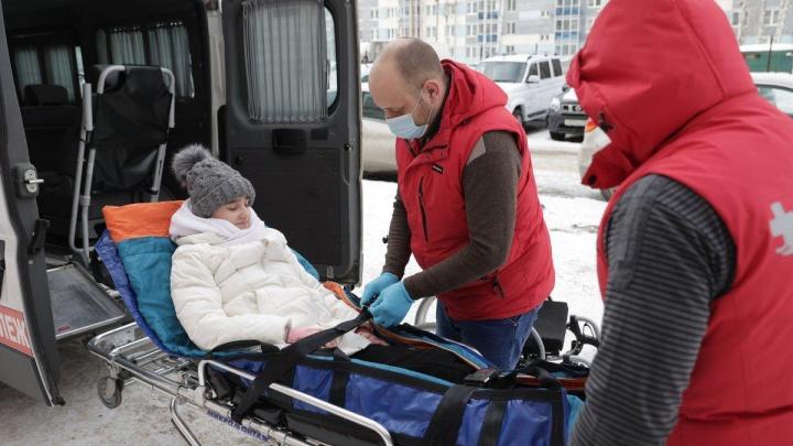 Девушку, которая упала со скалы в «Оленьих Ручьях», увезли в Магнитогорск