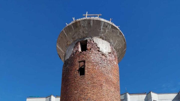 Из-за сноса водонапорной башни на Новгородском проспекте ввели режим повышенной готовности