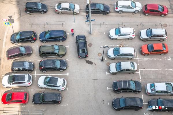 В Самаре на одну квартиру должно приходиться одно машино-место, но не всегда это требование выполняется