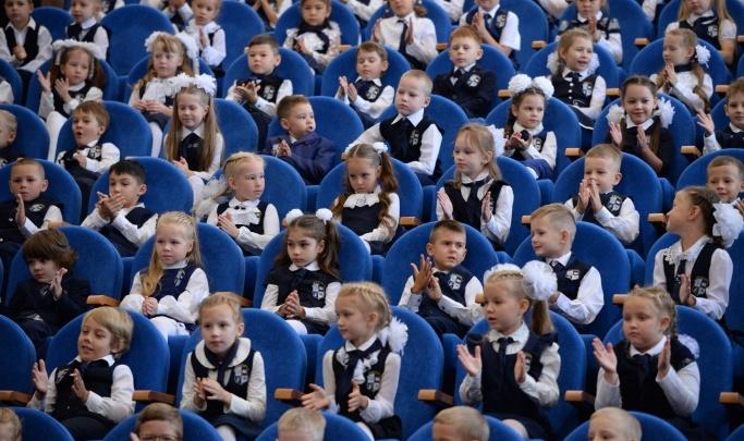 Сидят как на иголках и ругают льготников: как нервотрепка с записью в школы растянулась на месяцы