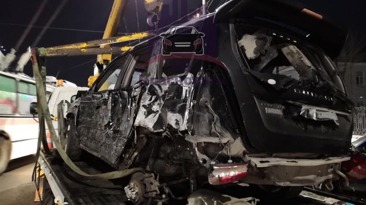 Водитель без прав собрал аварию из четырех автомобилей около краевой больницы
