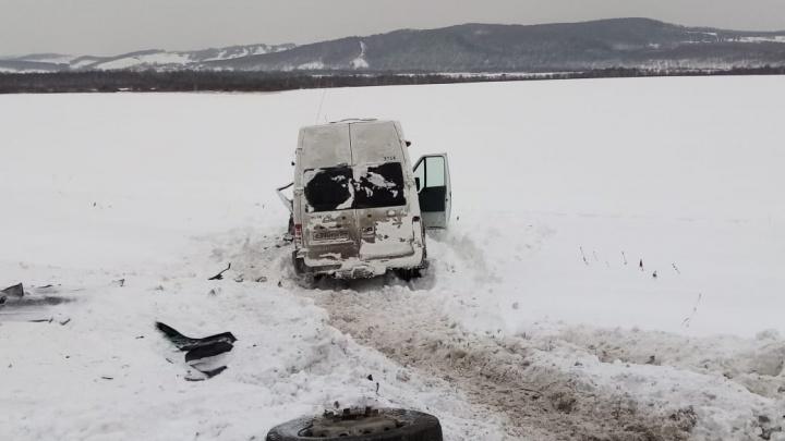 Первые жертвы снегопада: в Башкирии столкнулись 2 автобуса, погибли женщина и ребенок