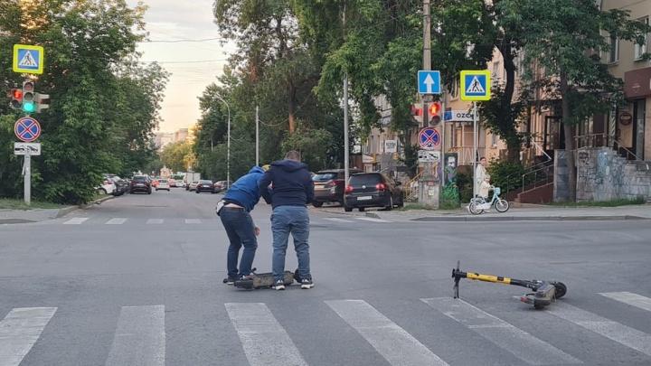 «По сути столкнулись два пешехода»: депутат Госдумы — об аварии двух самокатчиков в Екатеринбурге