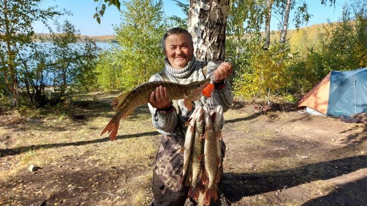 Клевый клев: под конец сезона на озерах Челябинской области началась «жирная» рыбалка