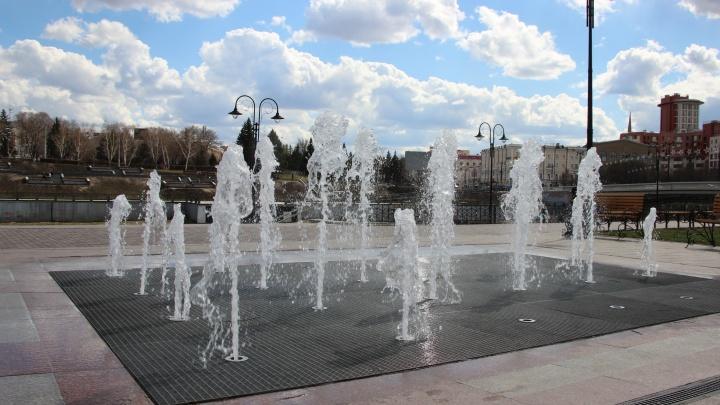 В Омске к майским праздникам начали запускать фонтаны