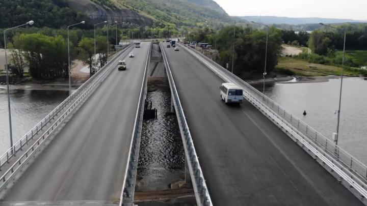 «К зиме будут волны и ямы»: видеоблогер снял сверху два моста через реку Сок