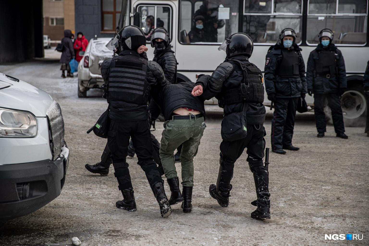 По различным подсчетам, количество задержанных варьируется от 54 до 100 человек