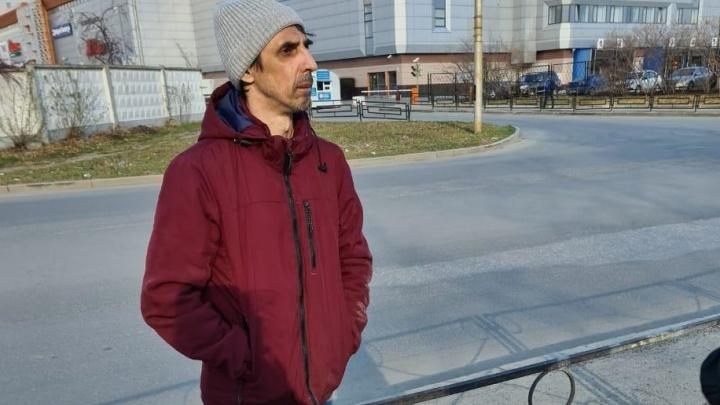 Шел посреди дороги: в Екатеринбурге нашли мужчину с провалами в памяти, который сбежал из больницы