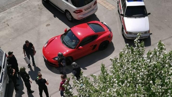 В Екатеринбурге отказались заводить дело на владельца Porsche, открывшего стрельбу на Малышева