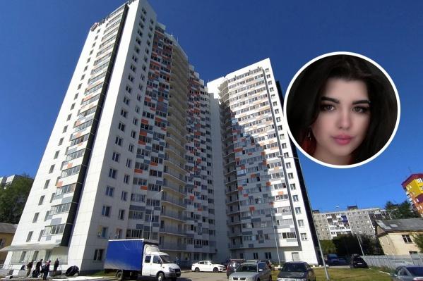 По словам таксиста, который отвез Ангелину в день исчезновения, она попросила его высадить ее у дома на улице Автозаводской, 30 (на фото этот дом)