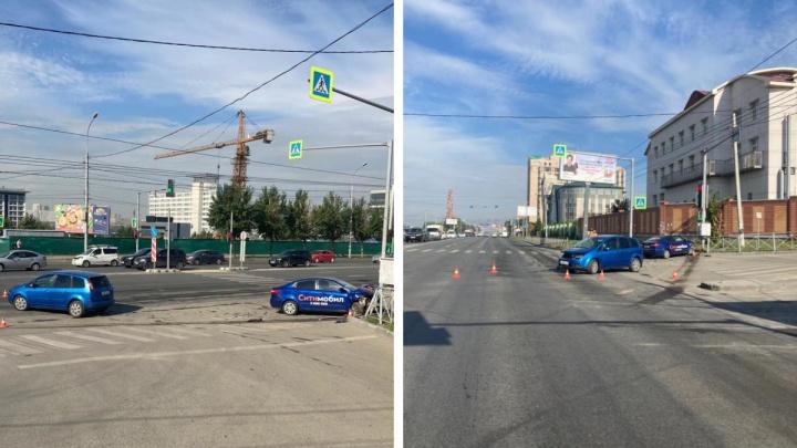 Четыре человека попали в больницу после ДТП на Большевистской в Новосибирске