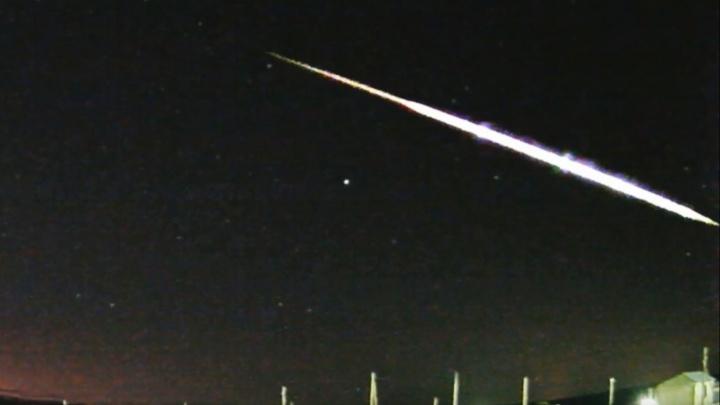 Светящийся болид пролетел над Тюменью — его засняли камеры обсерватории