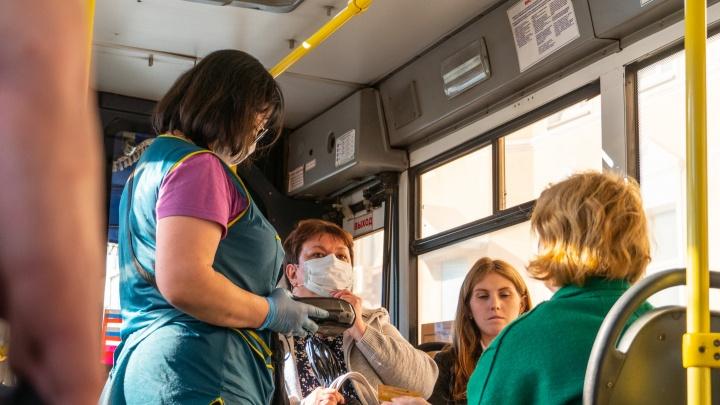 В Омске от коронавируса привились меньше 20% водителей и кондукторов