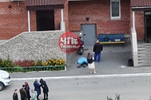 Тело девочки обнаружили у дома на Широтной