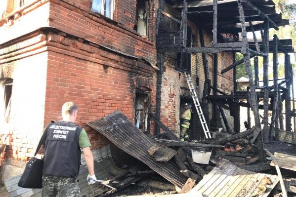 Ночью 7 июня в этом доме в поселке Юго-Камский произошел пожар, унесший жизни трех детей