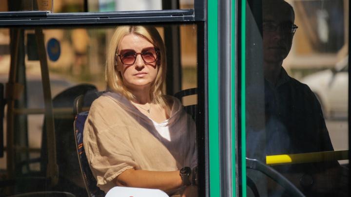 «Надо унижаться и просить включить»: разбираемся, почему в жару в автобусах не работают кондиционеры