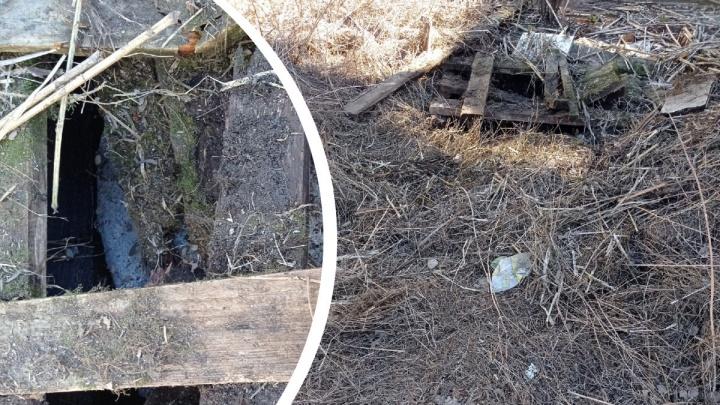 «Побежал с тротуара и упал»: в центре Архангельска ребенок провалился ногой в открытый колодец