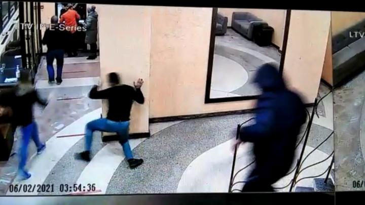Уральский полицейский, который устроил поножовщину в баре, будет уволен из органов