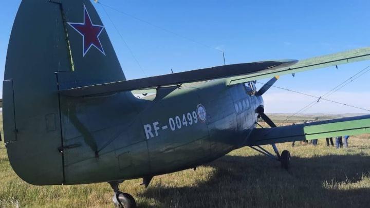 В Челябинской области самолет из-за перегрева двигателя совершил посадку в поле