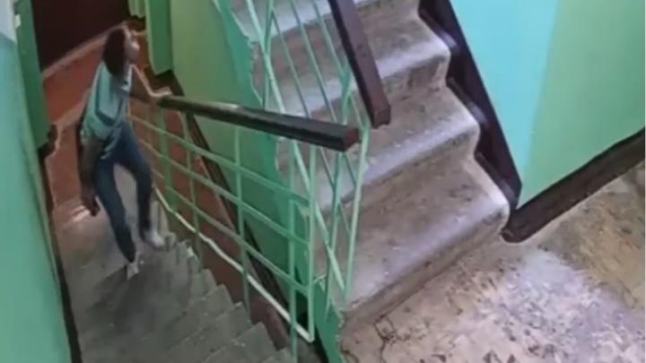 В Краснодаре возбудили уголовное дело после того, как мужчина зашел за девочкой в подъезд