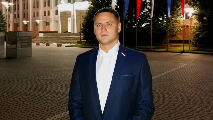 «В квартиру ворвались полицейские»: сожительница самарского депутата рассказала о его задержании