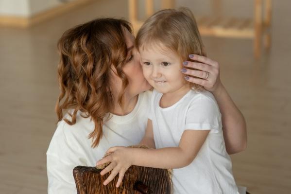 Этой осенью Соня Попова и ее мама отправятся в США. Там девочку осмотрят врачи и проведут ей операцию
