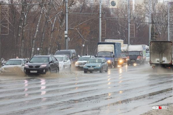 Вот такая «стиральная доска» вместо дороги сейчас на Московском шоссе