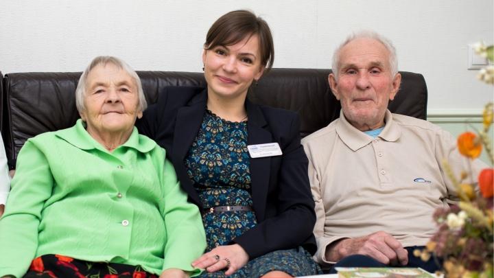 Заботятся как о своих: как челябинцы в возрасте живут в пансионате для пожилых