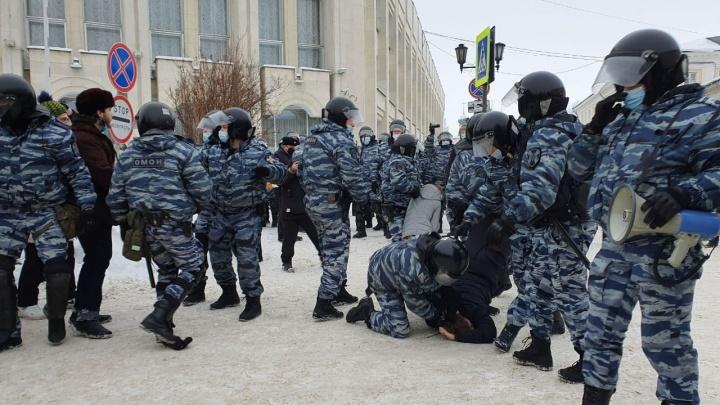 «Ездим из одного отделения в другое»: адвокат рассказал, как ищут задержанных на шествии в Ярославле